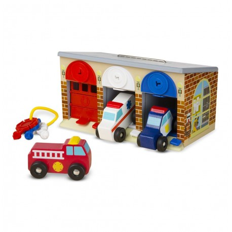 Garaż z kluczykami i drewnianymi pojazdami specjalnymi