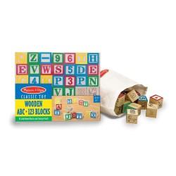 Tradycyjne drewniane klocki z alfabetem i cyferkami